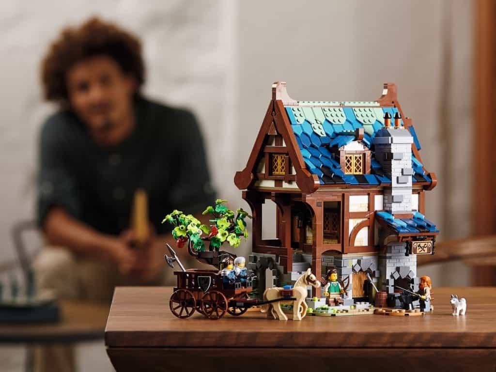 LEGO 21325 Middelaldersmedje - 1